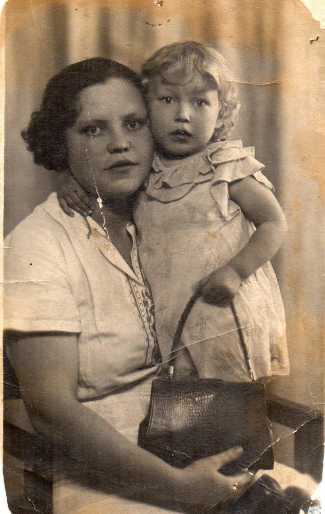 Шаров Василий Фёдорович (1905 -1960) и Шарова Анастасия Михайловна (1913 - не указано)